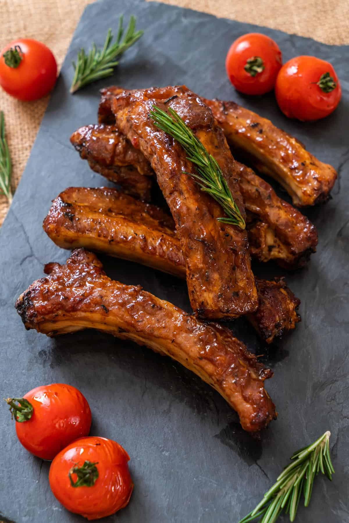 grilled barbecue pork ribs with rosemary and tomatoes