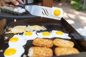 outdoor grill with eggs and hashbrowns for breakfast